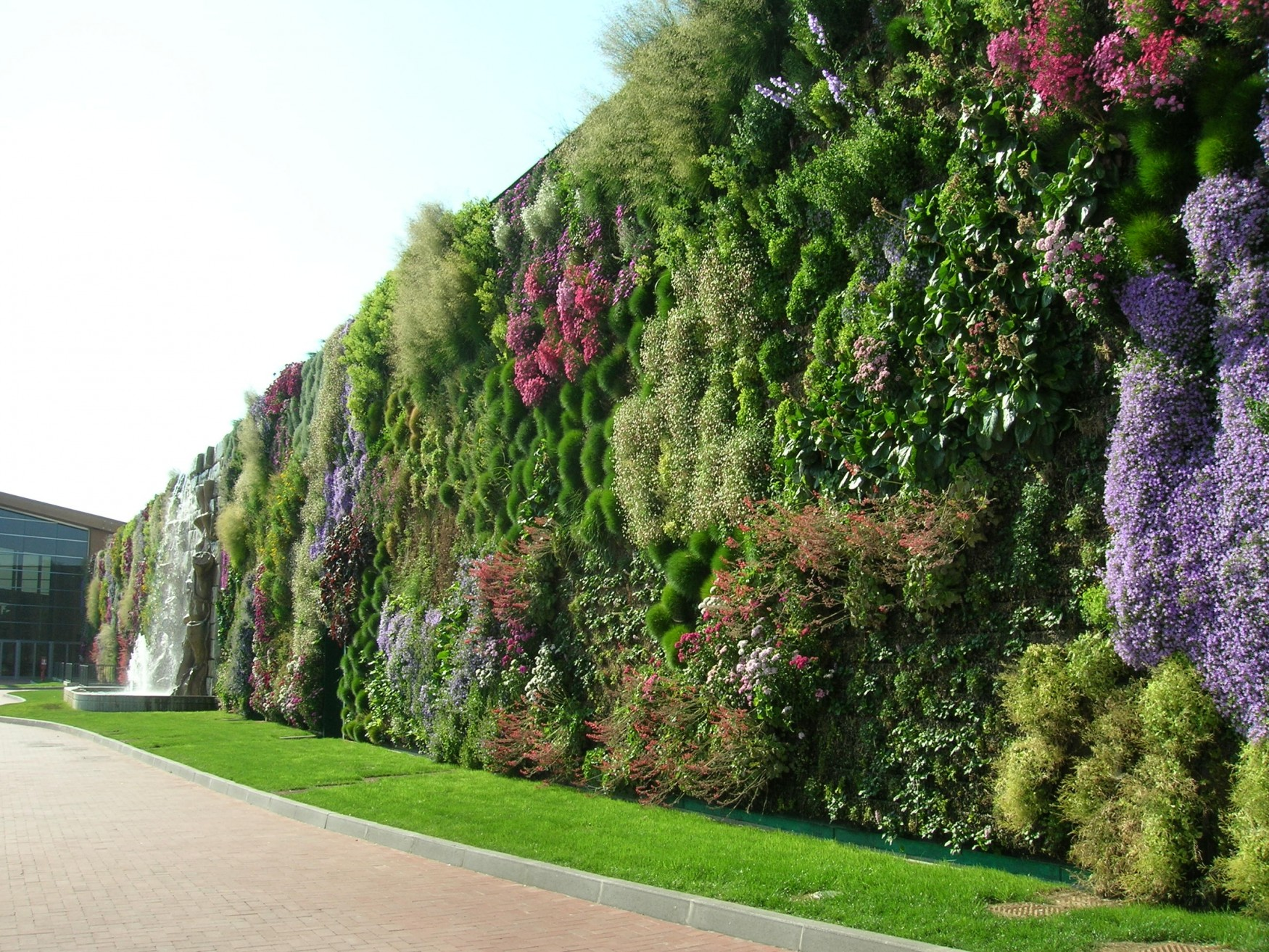 Pareti Verdi Verticali Costi giardini verticali, alcuni esempi italiani